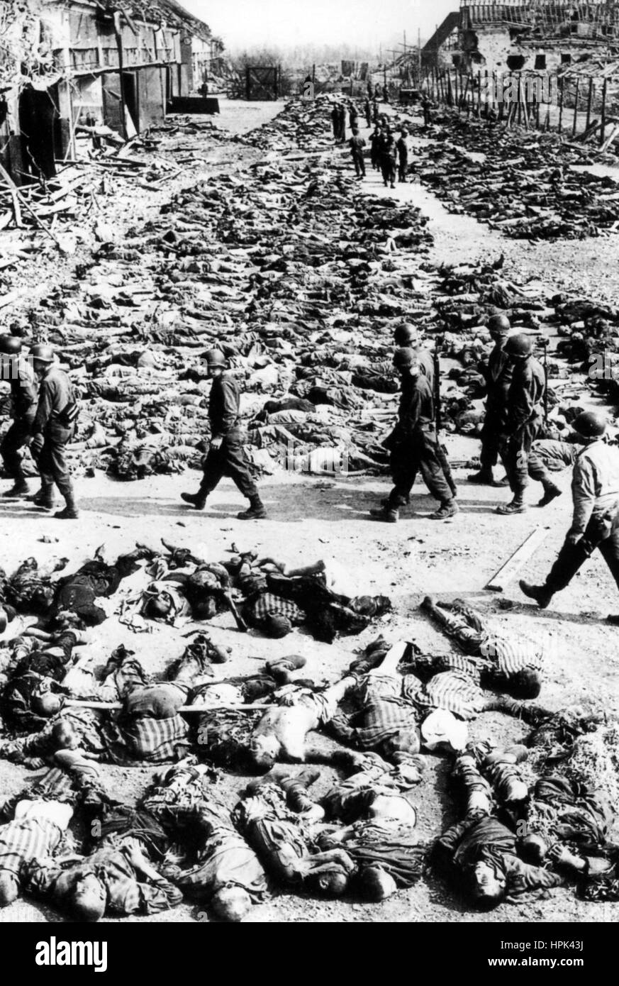AUSCHWITZ CONCENTRATION CAMP. American soldiers passing rows of corpses after the camp was liberated om 27 January - Stock Image