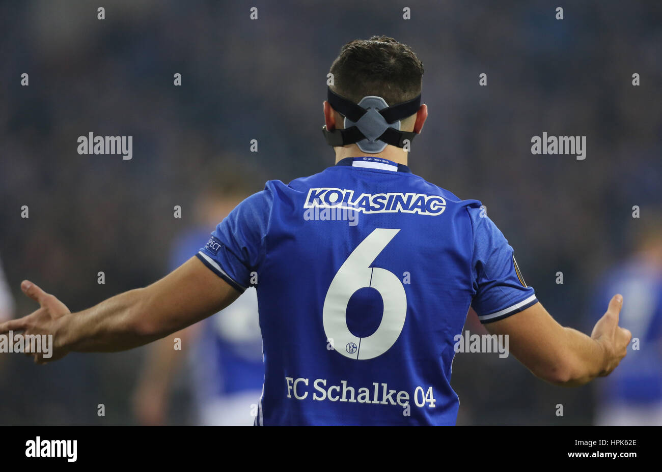 Gelsenkirchen, Germany 22.02.2017, FC Schalke 04 vs PAOK FC, Sead Kolasinac (Schalke) von hinten.               - Stock Image