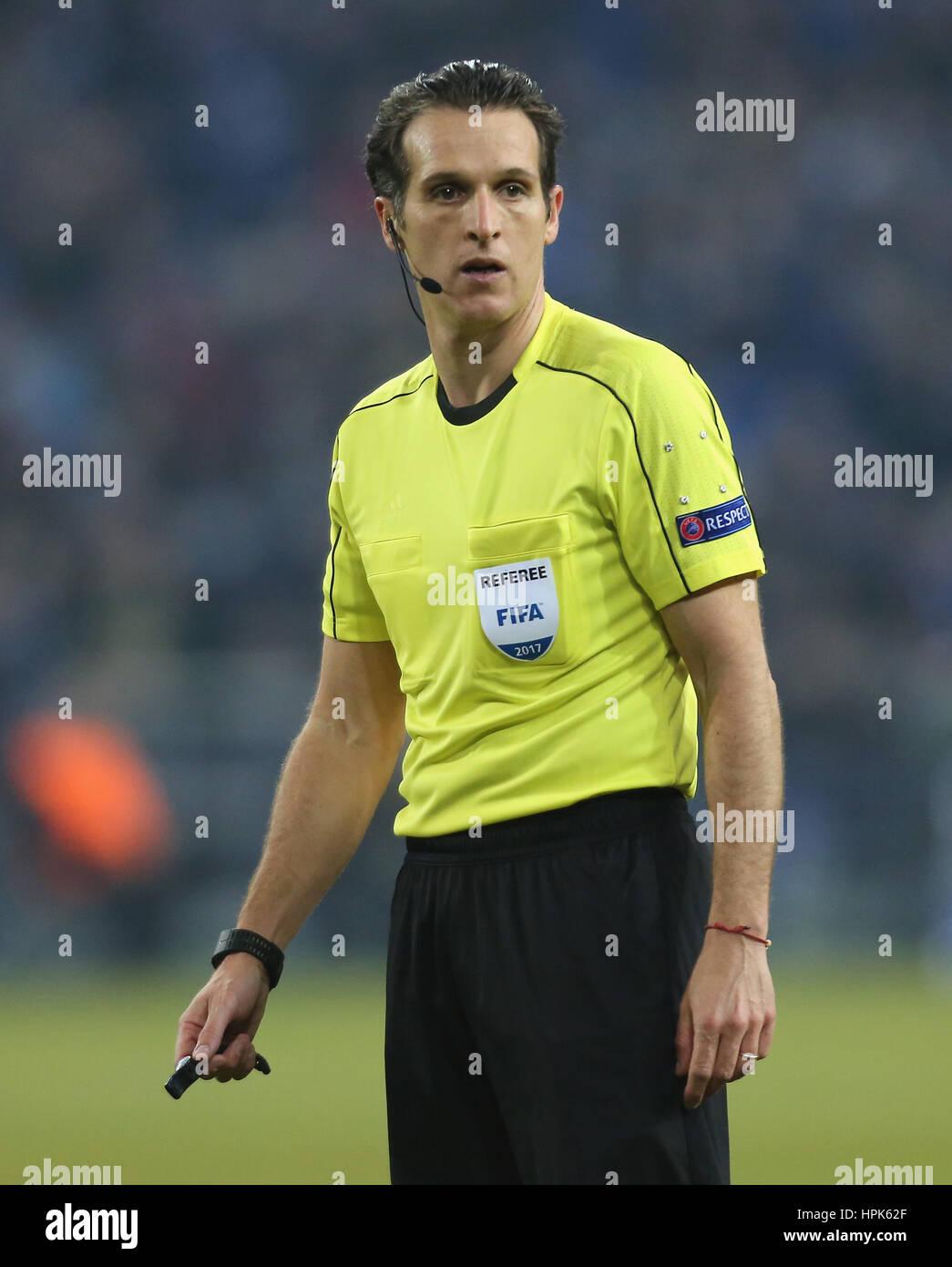 Gelsenkirchen, Germany 22.02.2017, FC Schalke 04 vs PAOK FC, Referee Luca Banti.                © Juergen Schwarz/Alamy - Stock Image