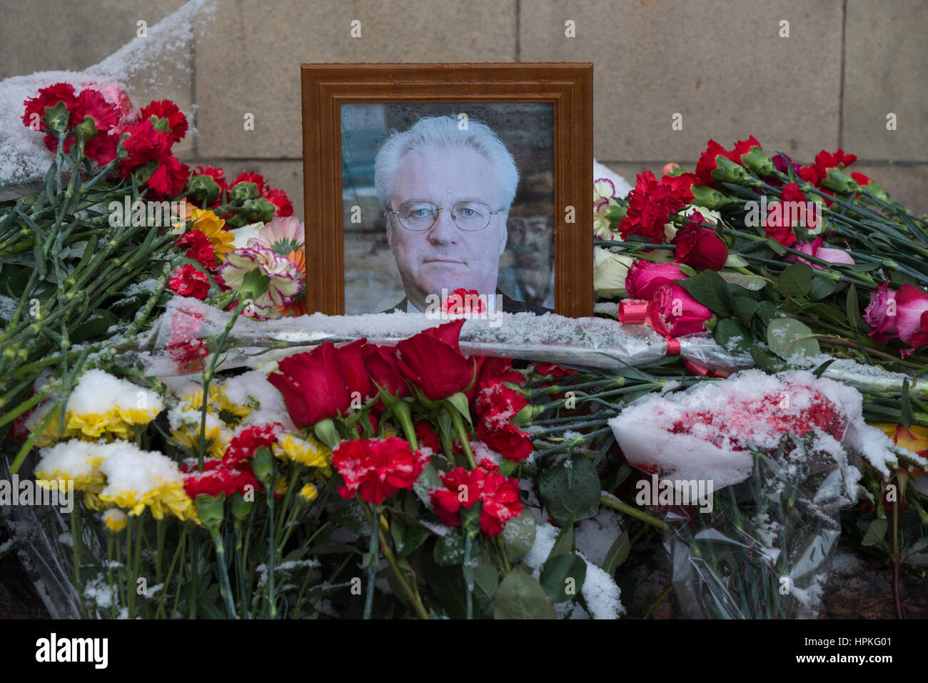 MOSCOW, RUSSIA - FEBRUARY 21, 2017: Flowers outside the offices of Russia's Ministry of Foreign Affairs in memory - Stock Image