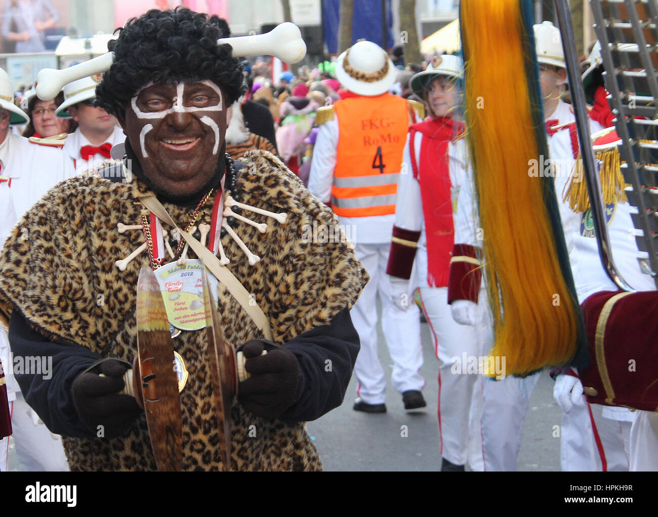 Fulda, Germany. 19th Feb, 2017. Carnival organiser Wolfgang Schuster wears a stereotypical 'African' costume - Stock Image