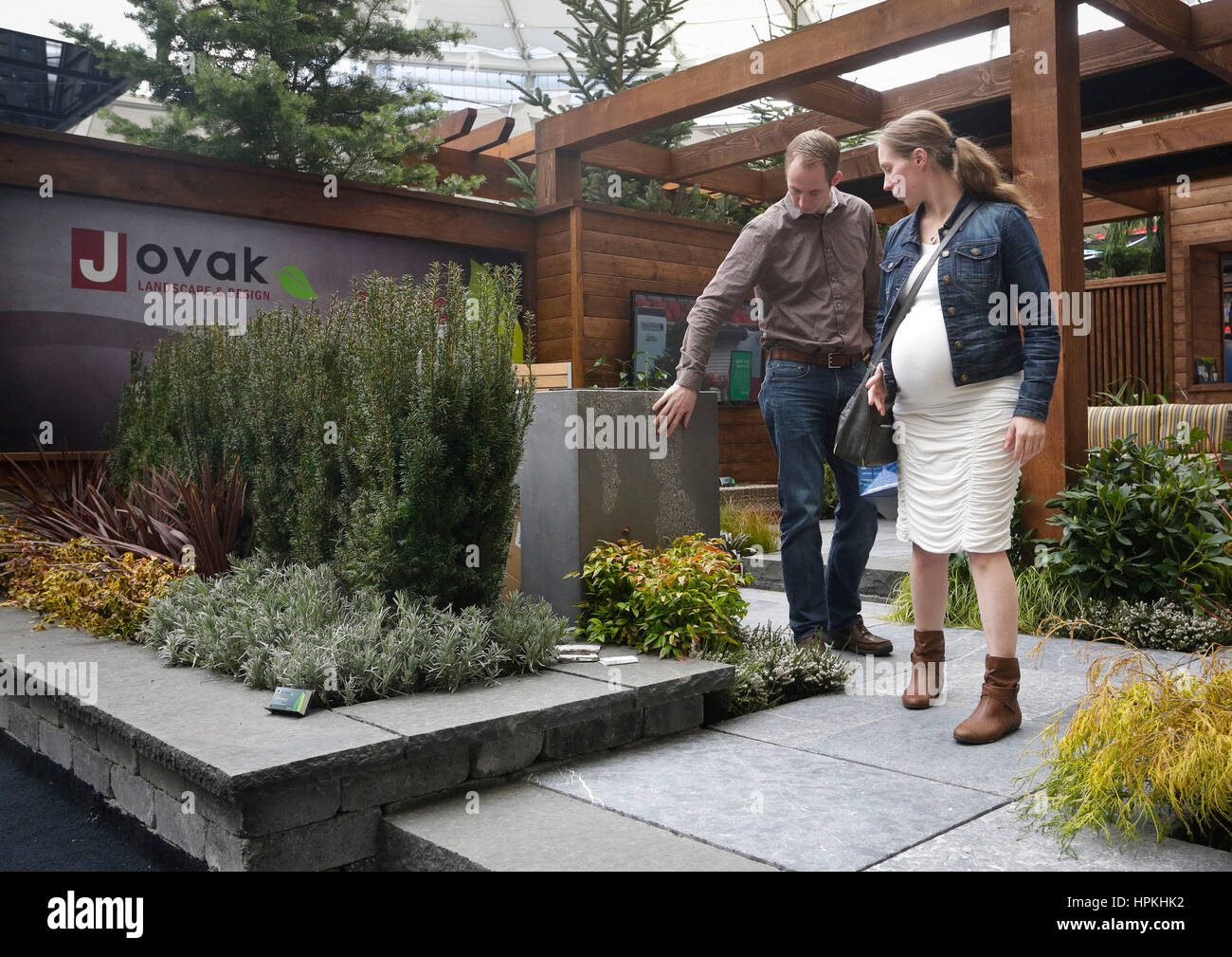 Vancouver Canada 23rd Feb 2017 Visitors Check On Gardening Design Stock Photo Alamy