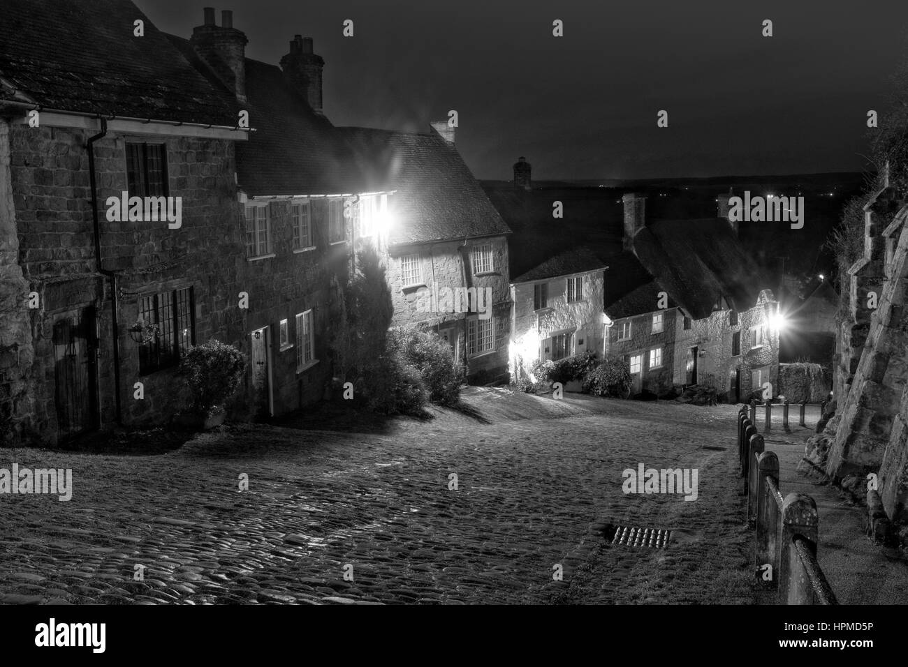 Gold Hill, Shaftesbury in January - Stock Image
