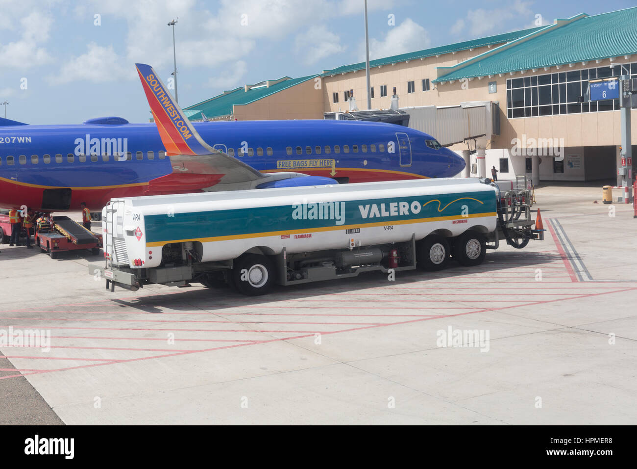 southwest airlines jet refuelling at aruba airport stock photo
