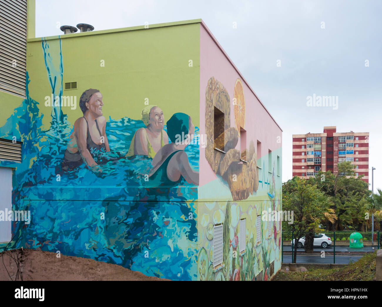 Health centre painted with large health promoting murals to encourage exercise and a healthy diet. Santa Cruz de - Stock Image