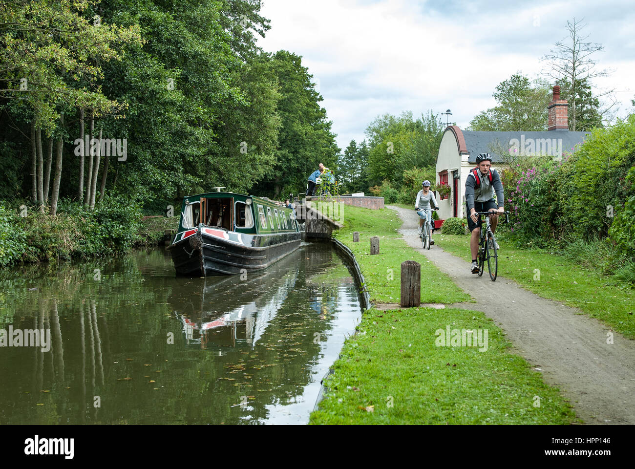 A narrowboat leaves Lock Number 28 on the Stratford upon Avon Canal, Warwickshire, England UK. - Stock Image