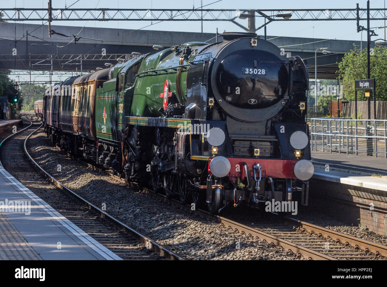 35028 Clan Line hauling an enthusiasts special train through Kings Langley Station in Hertfordshire, UK - Stock Image