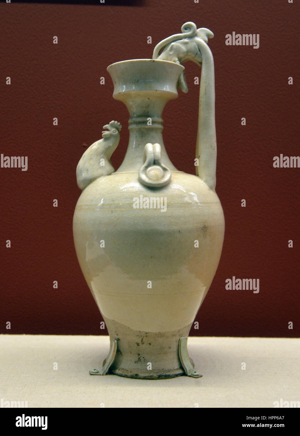 Ceramic whiteware with chicken-spout ewer. Sui Dynasty(581–618 ce). National Museum of China Stock Photo