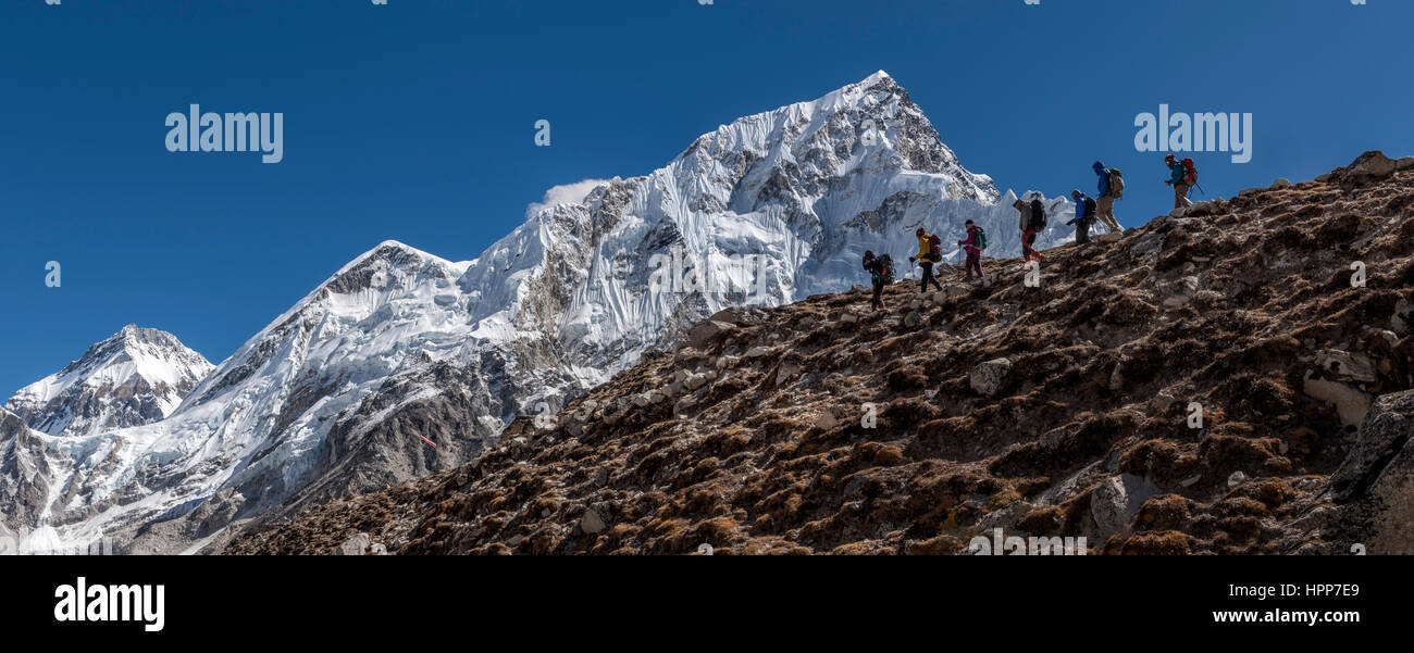 Nepal, Himalaya, Khumbu, Everest region, Trekkers and Nuptse - Stock Image