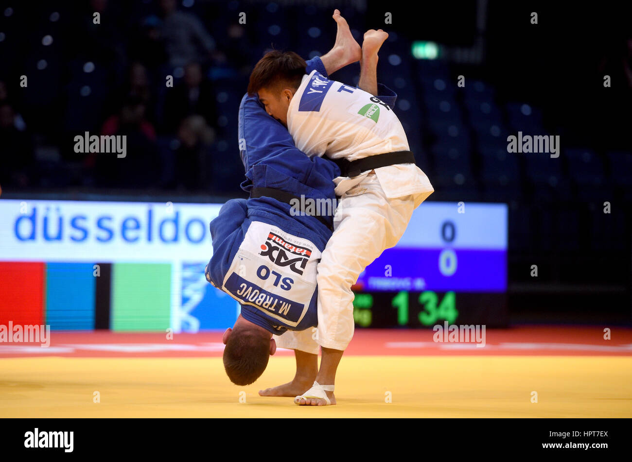 Duesseldorf, Germany. 24th Feb, 2017. Matjaz Trbovic (Slovenia - white) and Yung Wei Yang (Taipeh) in action during - Stock Image