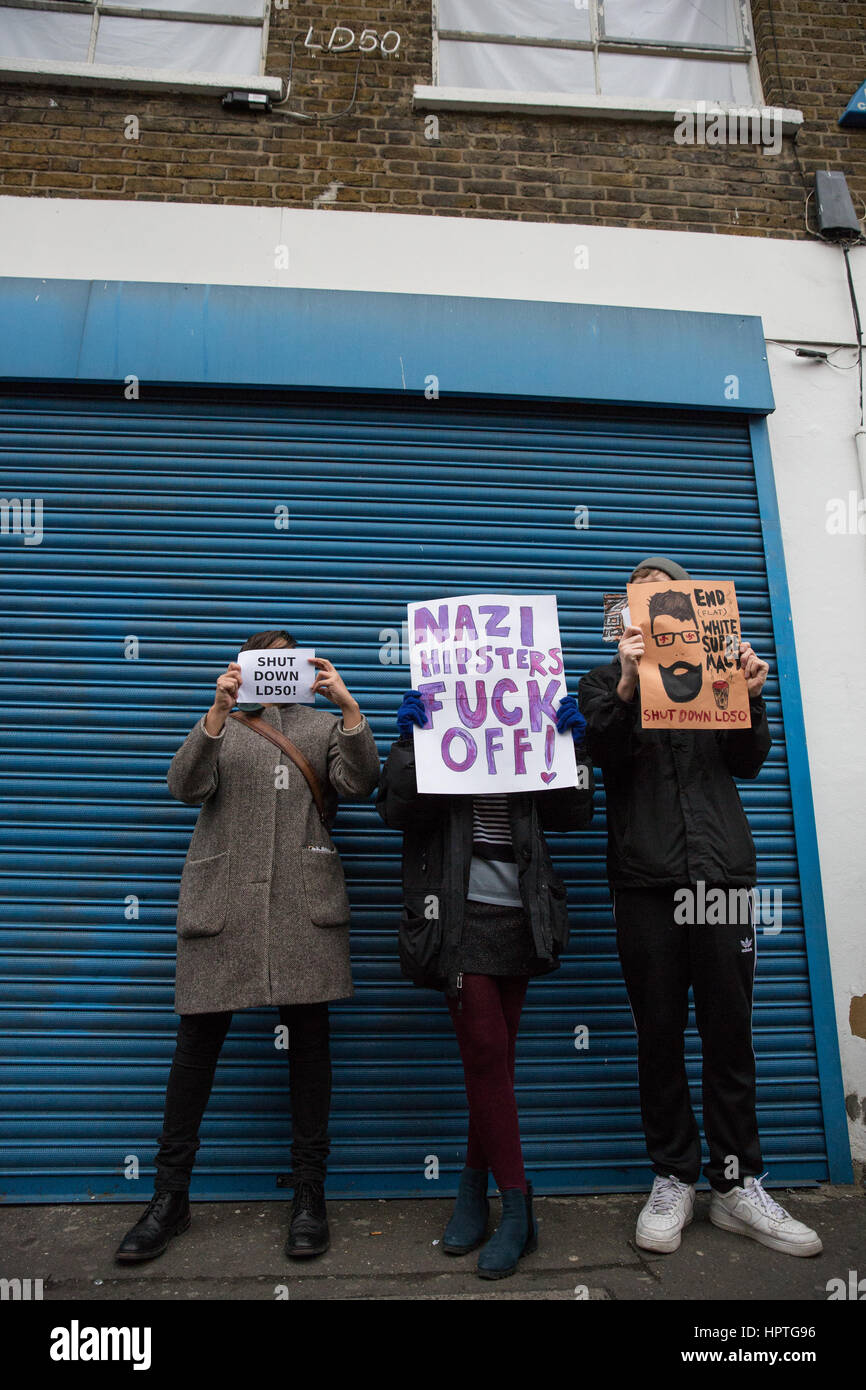 London, UK. 25th Feb, 2017. Anti-fascists protest outside the LD50 art gallery in Dalston against the hosting of Stock Photo