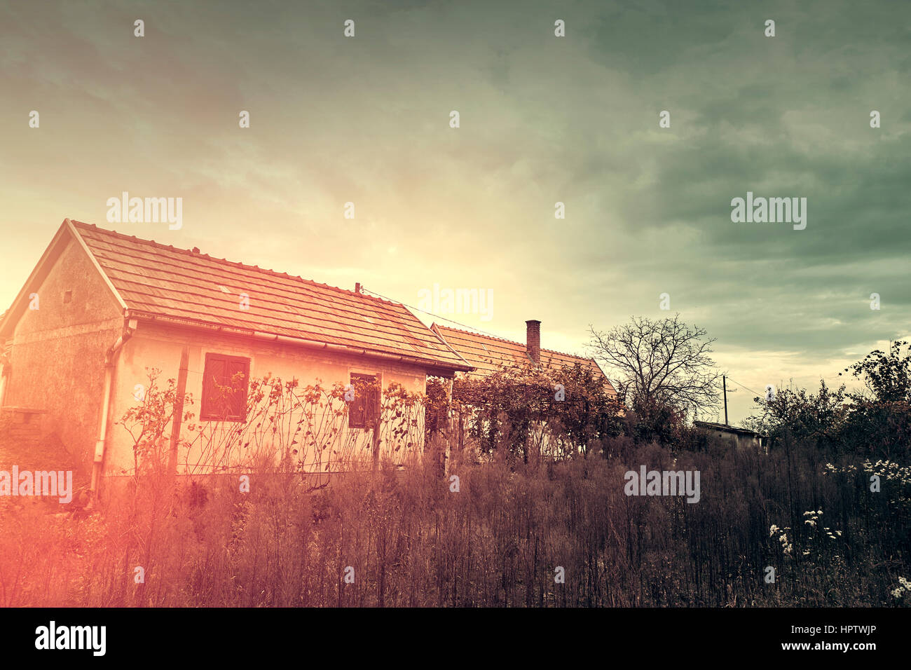 Old spooky abandoned ghost house - Stock Image