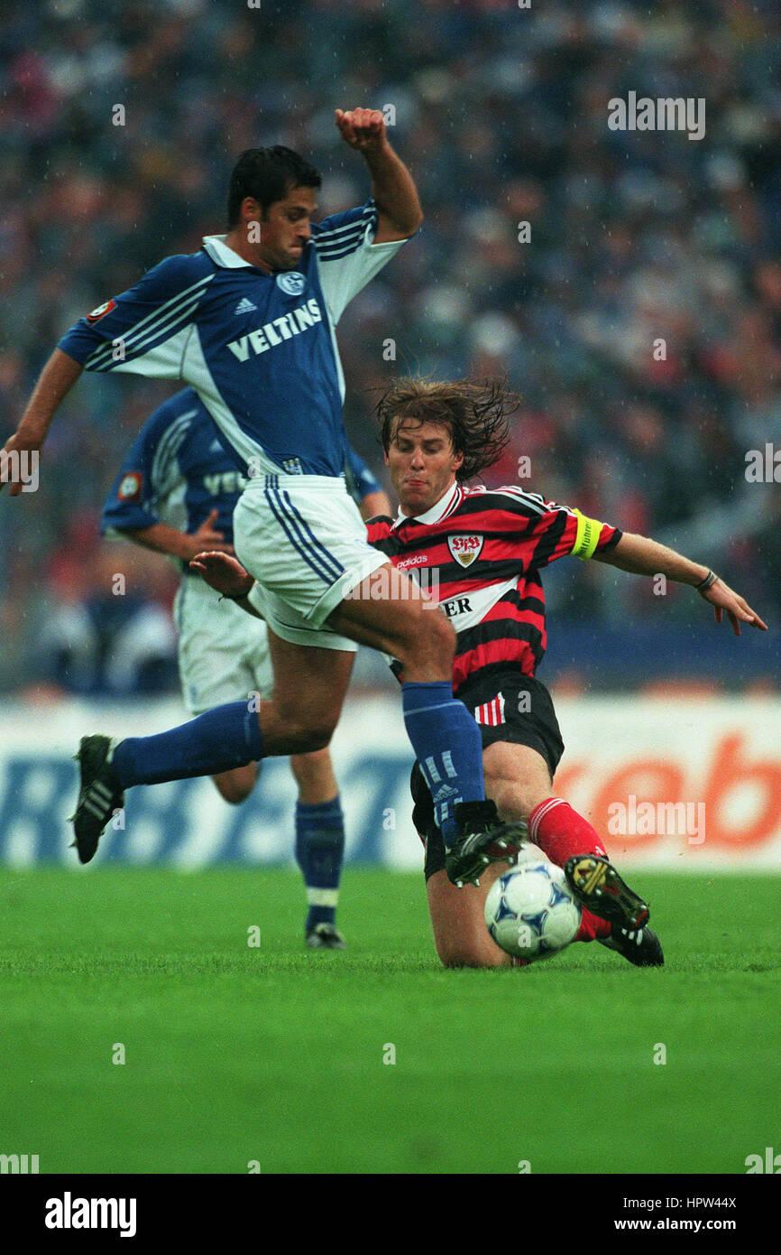FRANK VERLAAT FILIP TAPALOVIC SCHALKE 04 V VFB STUTTGART 25 August 1998 - Stock Image
