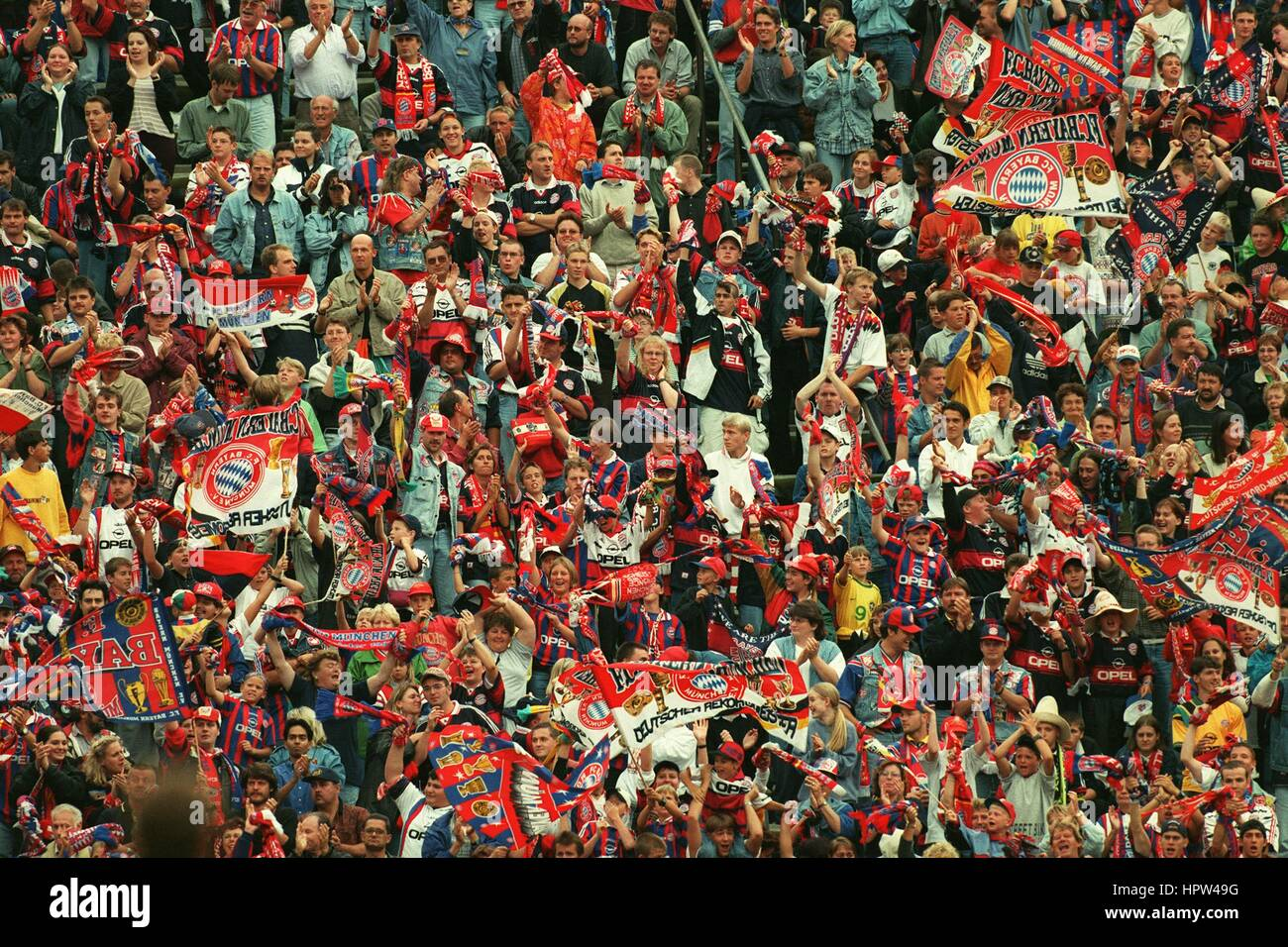 FC BAYERN MUNCHEN FANS 26 August 1998 - Stock Image