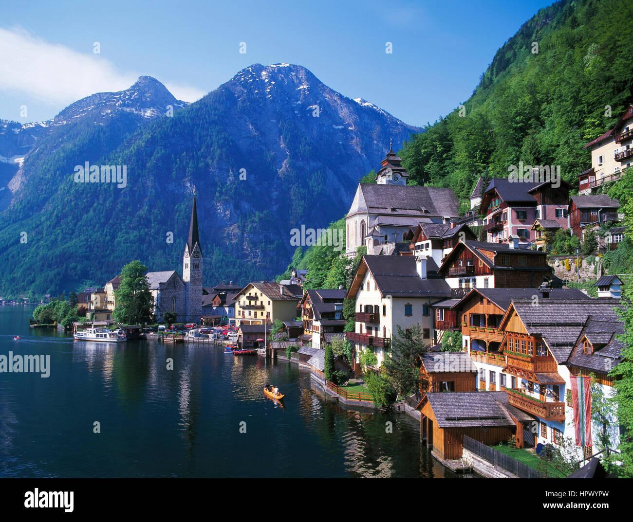 Hallstatt and Hallstattersee, Saltzkammergut, Tyrol, Austria - Stock Image