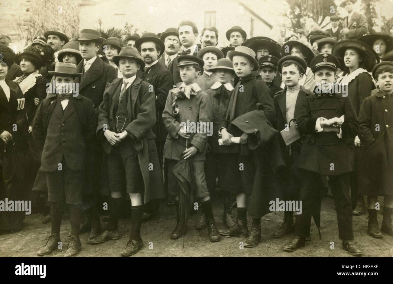 Elegant children at a gathering, Italy 1915 - Stock Image