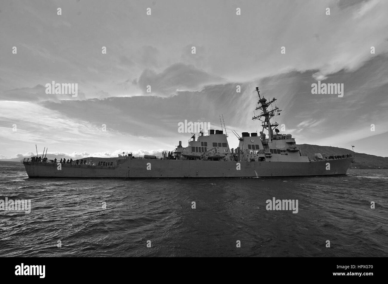 Guided-missile destroyer USS Laboon (DDG 58) departs the Marathi NATO pier facility in Greece following a port visit - Stock Image