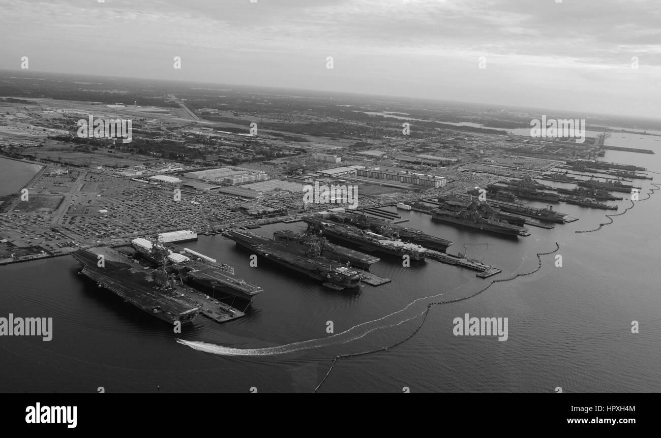 The aircraft carriers USS Dwight D Eisenhower, USS George H W Bush, USS Enterprise, USS Harry S Truman, and USS - Stock Image