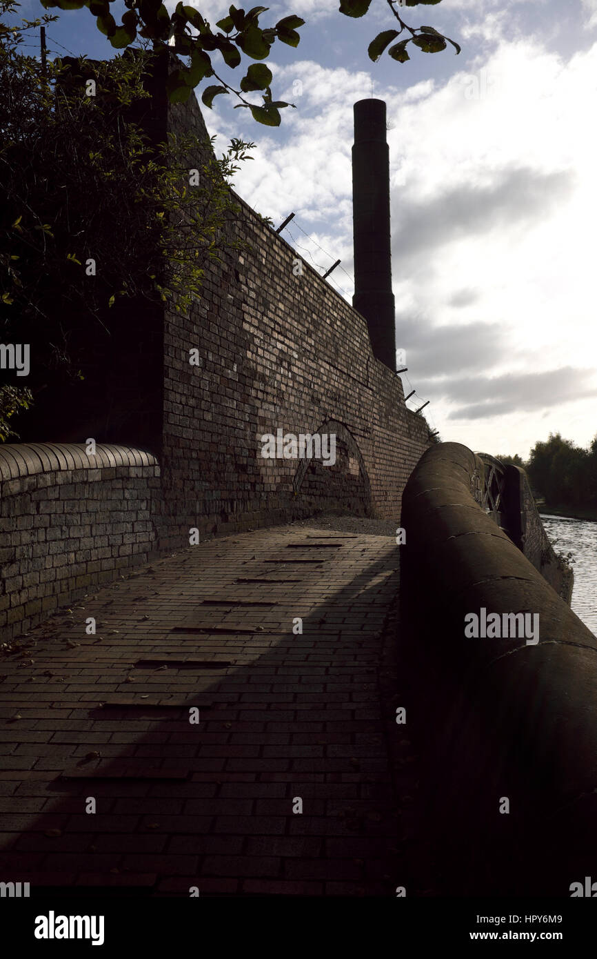 Towpath on the Birmingham Canal Navigations New Main Line, Smethwick, West Midlands, England, UK - Stock Image