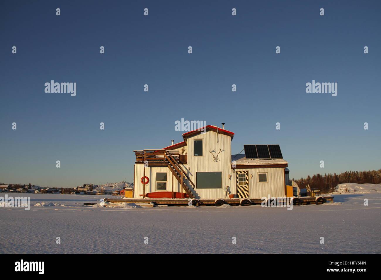 Beautiful white houseboat on Yellowknife Bay in Great Slave Lake, Yellowknife, Northwest Territories - Stock Image