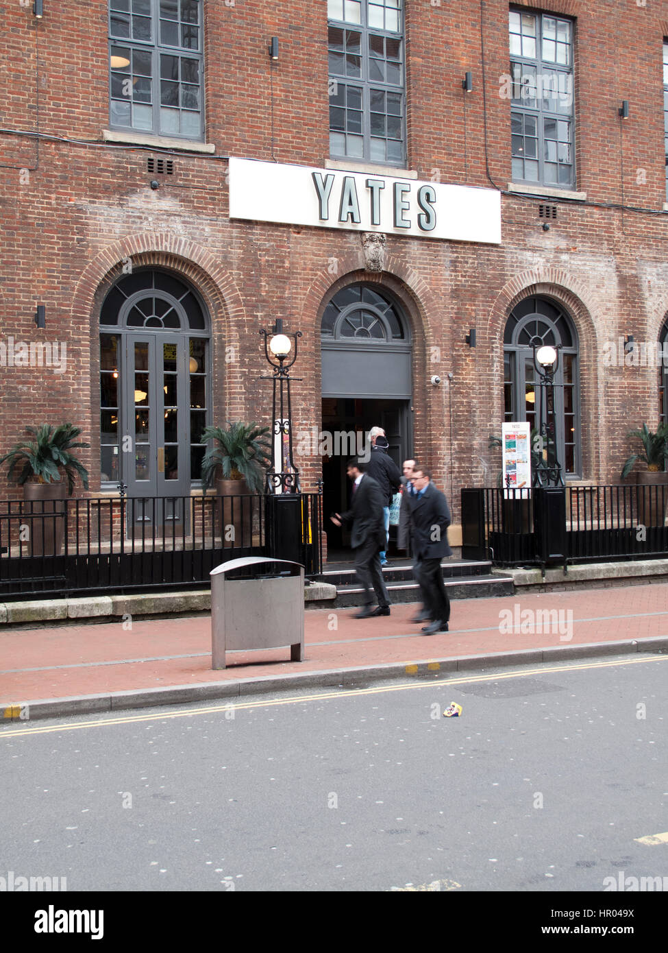 Yates public house, Britain oldest pub chain, founded as Yates Wine Lodge in 1884 by Peter Yates Stock Photo