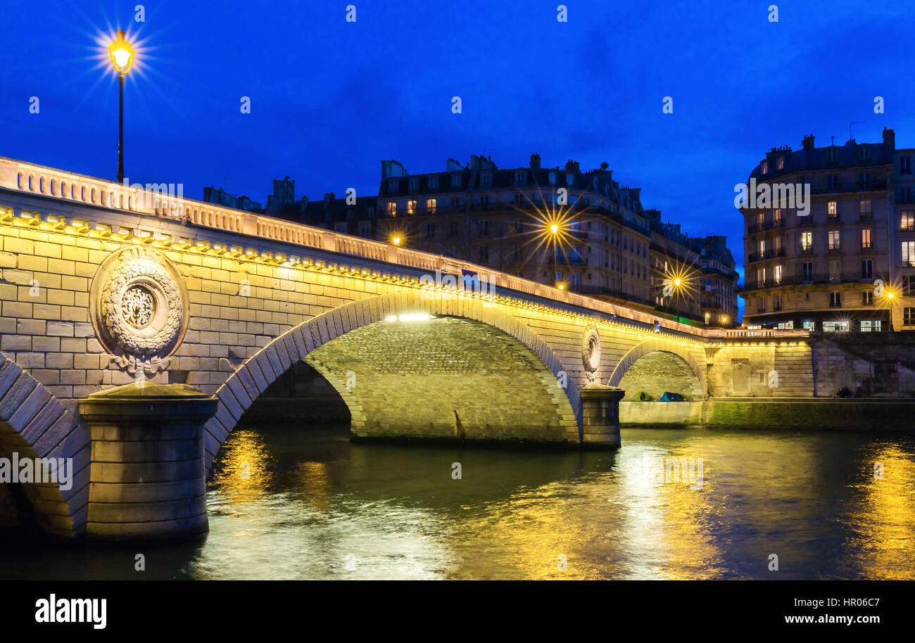 The pont Louis Philippe is a bridge across the river Seine. It is located in 4th arrondissement, it links the quai - Stock Image