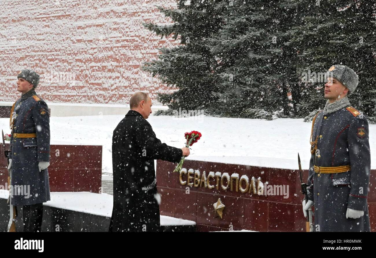 Russian President Vladimir Putin takes part in a ceremony to mark Defender of the Fatherland Day at the Tomb of - Stock Image