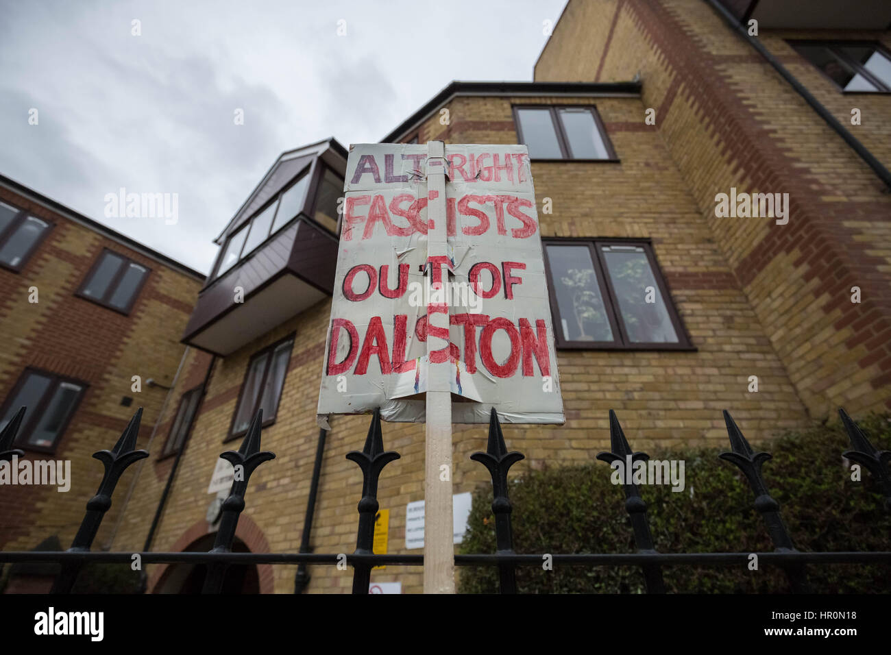 London, UK. 25th Feb, 2017. Anti-fascists protest in Dalston, NE London outside the LD50 art gallery calling for - Stock Image