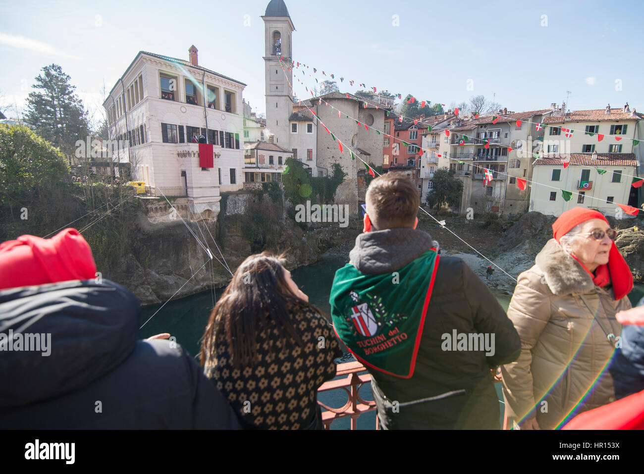 Ivrea, Piedmont, Italy. 26th Feb, 2017. Ivrea, Italy-February 26, 2017: The traditional battle of the oranges during Stock Photo