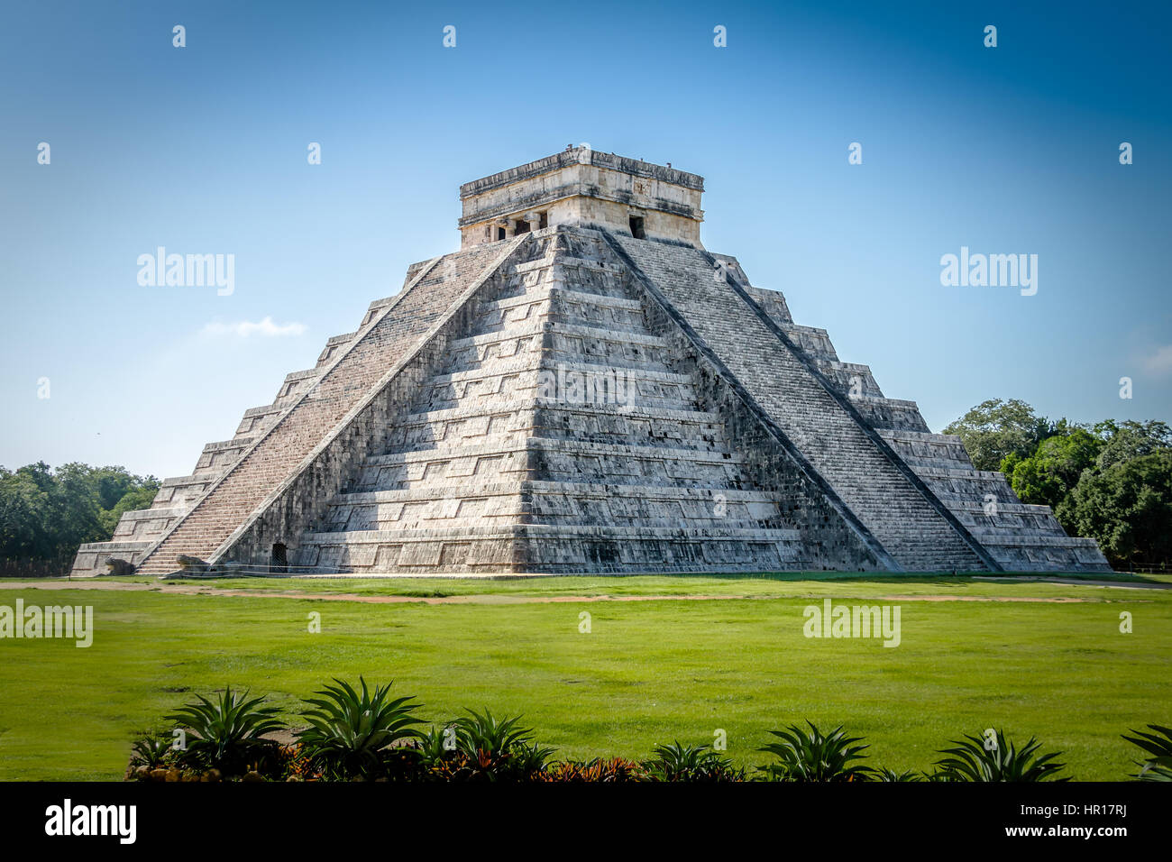 Mayan Temple pyramid of Kukulkan - Chichen Itza, Yucatan, Mexico - Stock Image