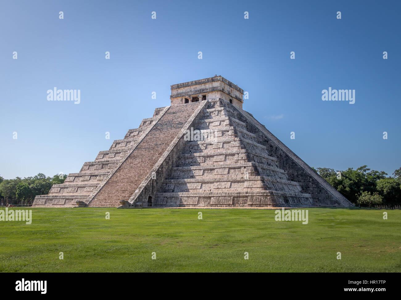 Mayan Temple pyramid of Kukulkan - Chichen Itza, Yucatan, Mexico - Stock Image