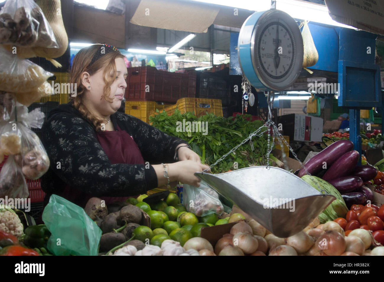 Caracas, Dtto Capital / Venezuela - 04-02-2012 : Woman selling some fruits and vegetables in a famous popular market - Stock Image