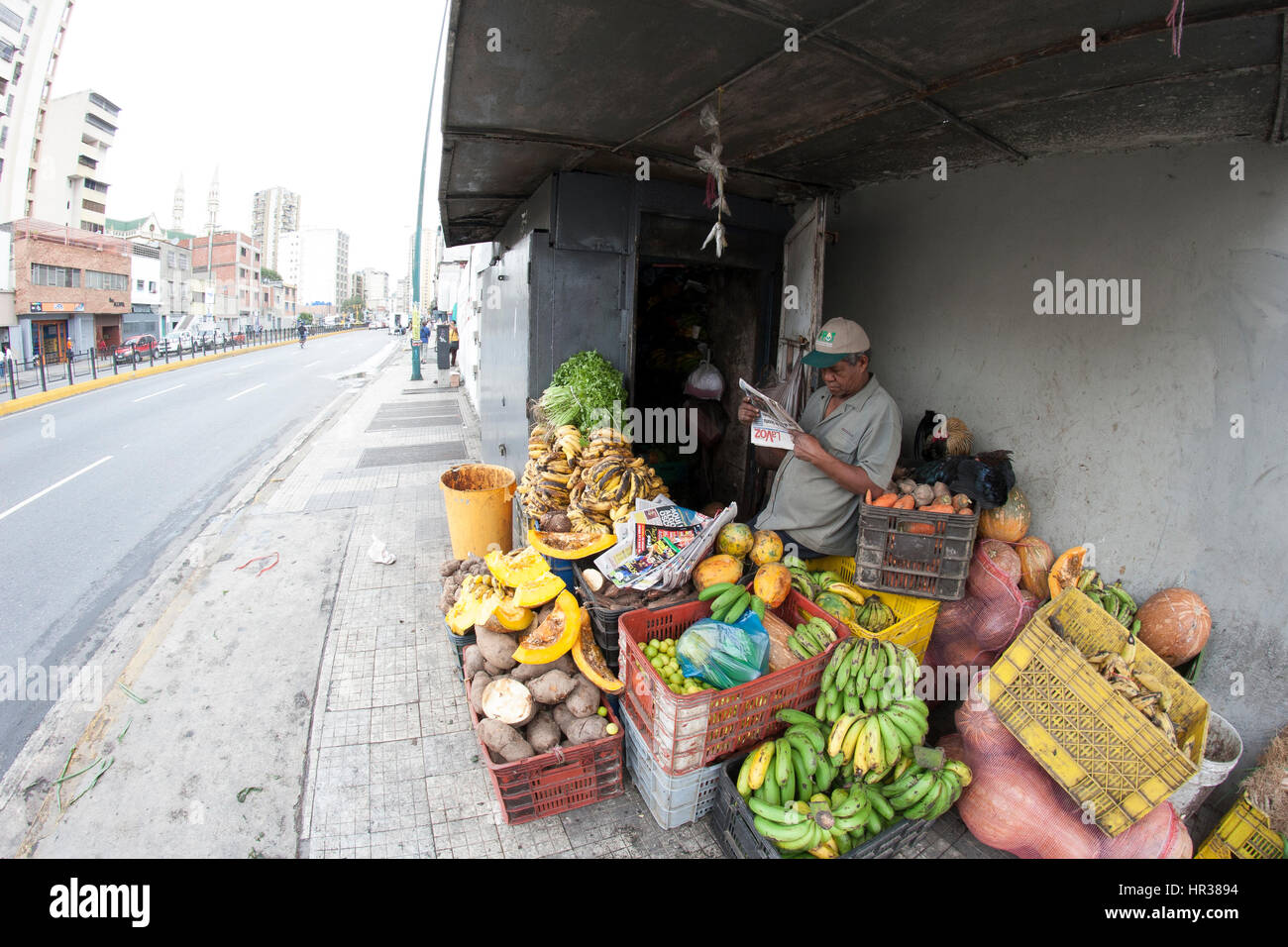 Caracas, Dtto Capital / Venezuela - 04-02-2012 : Man selling some fruits and vegetables in San Martín Avenue. - Stock Image