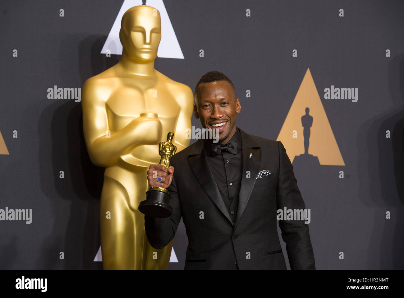 Los Angeles, USA. 26th Feb, 2017. Actor Mahershala Ali poses after wining the Best Supporting Actor for his role - Stock Image
