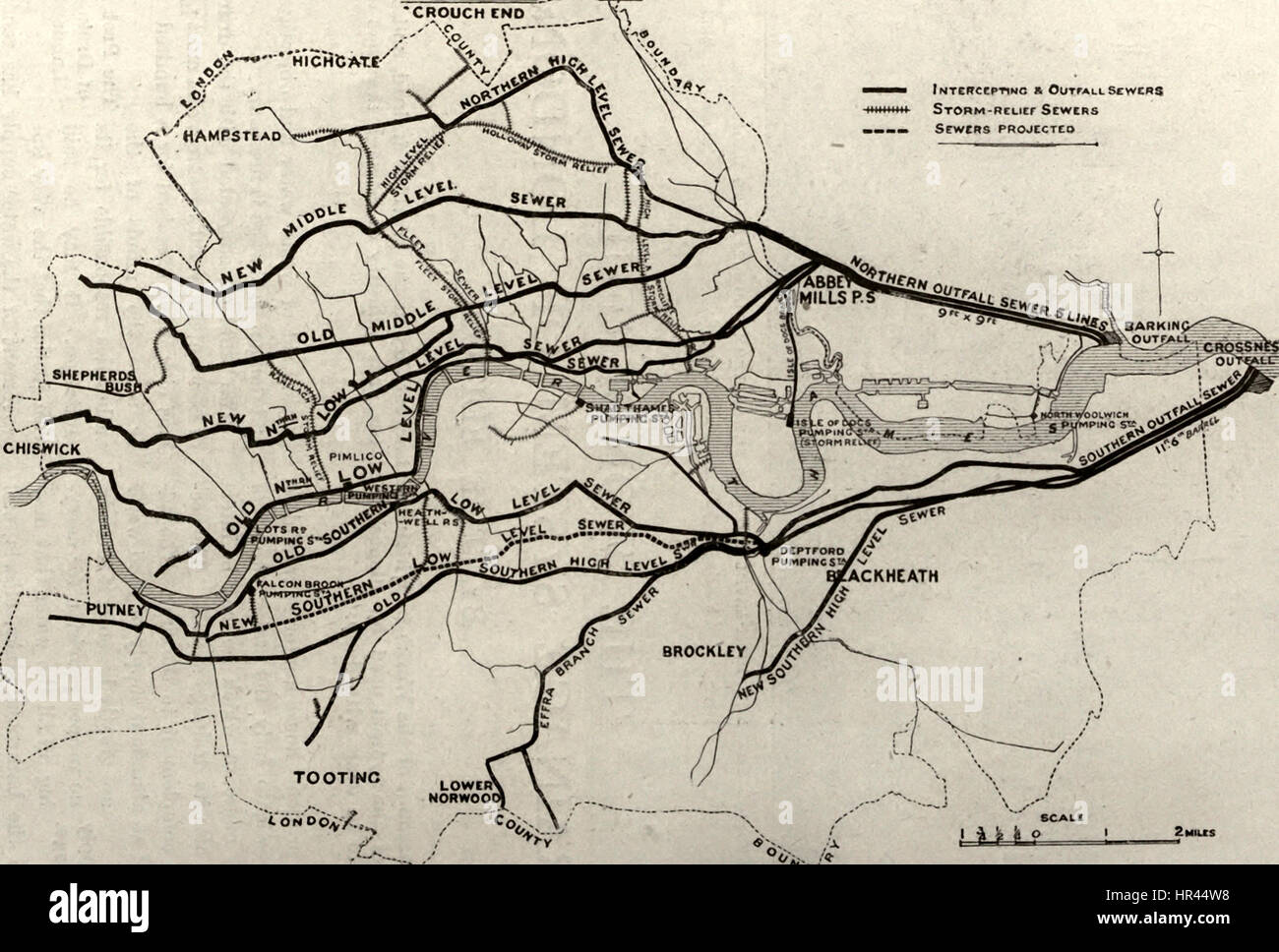 Map showing the intercepting, outfall, and main storm relief sewers of the London drainage system, circa 1909 - Stock Image