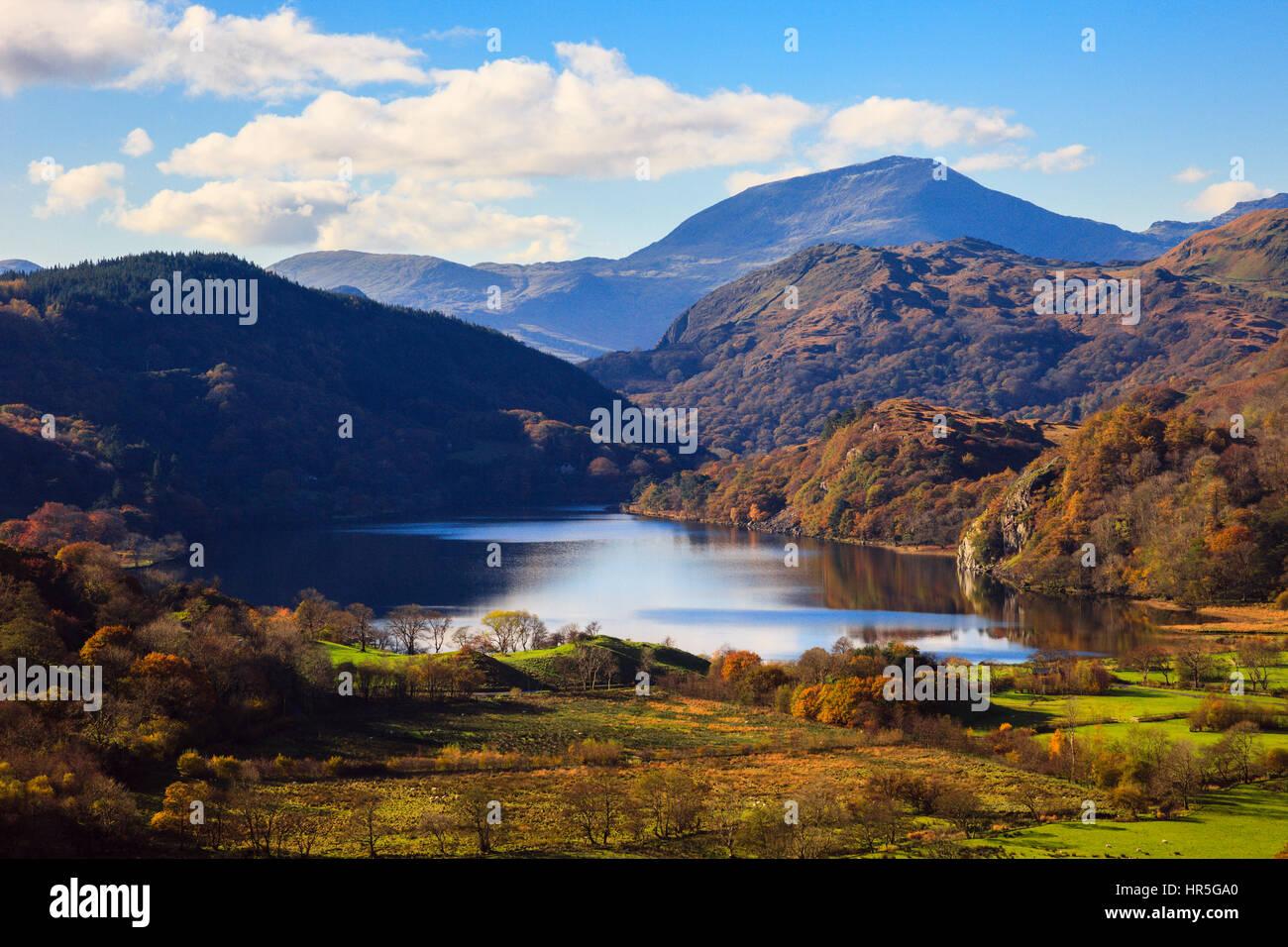 View along valley to Llyn Gwynant lake and Yr Aran in mountains of Snowdonia National Park in autumn. Nant Gwynant, Gwynedd, North Wales, UK, Britain Stock Photo