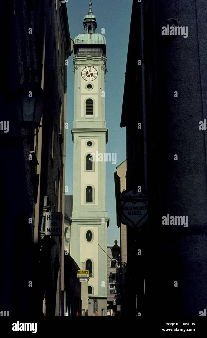 Turm der Heilig-Geist-Kirche von der Heilig-Geist-Straße aus in den Siebzigern. The Munich Heiliggeistkirche - Stock Image