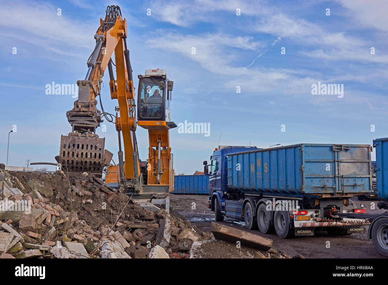 Grapple Truck Stock Photos & Grapple Truck Stock Images - Alamy