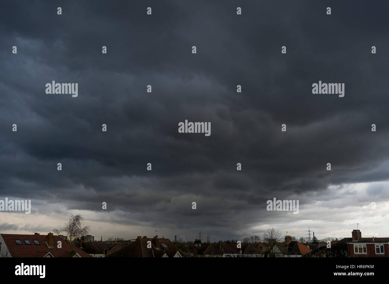 Wimbledon, London, UK. 27th February, 2017. Large formation of grey storm clouds move across London late afternoon - Stock Image