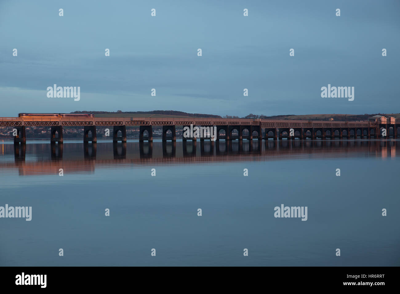 Dundee, Scotland, UK. 27th Feb, 2017. Weather. Sunset over the Tay in Dundee Credit: Keith Larby/Alamy Live News - Stock Image