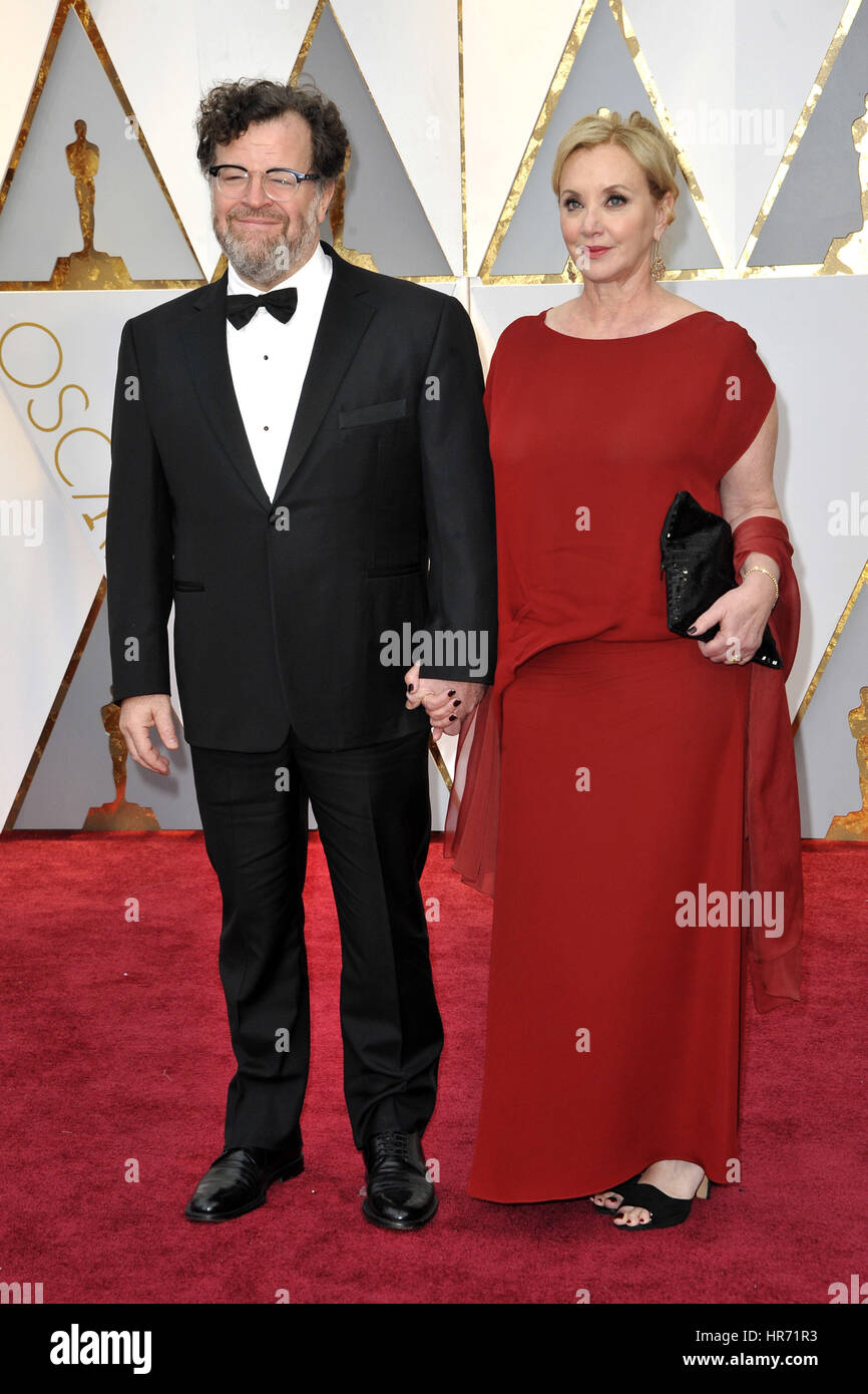 Hollywood, California. 26th Feb, 2017. Kenneth Lonergan and his wife J. Smith-Cameron attend the 89th Annual Academy - Stock Image
