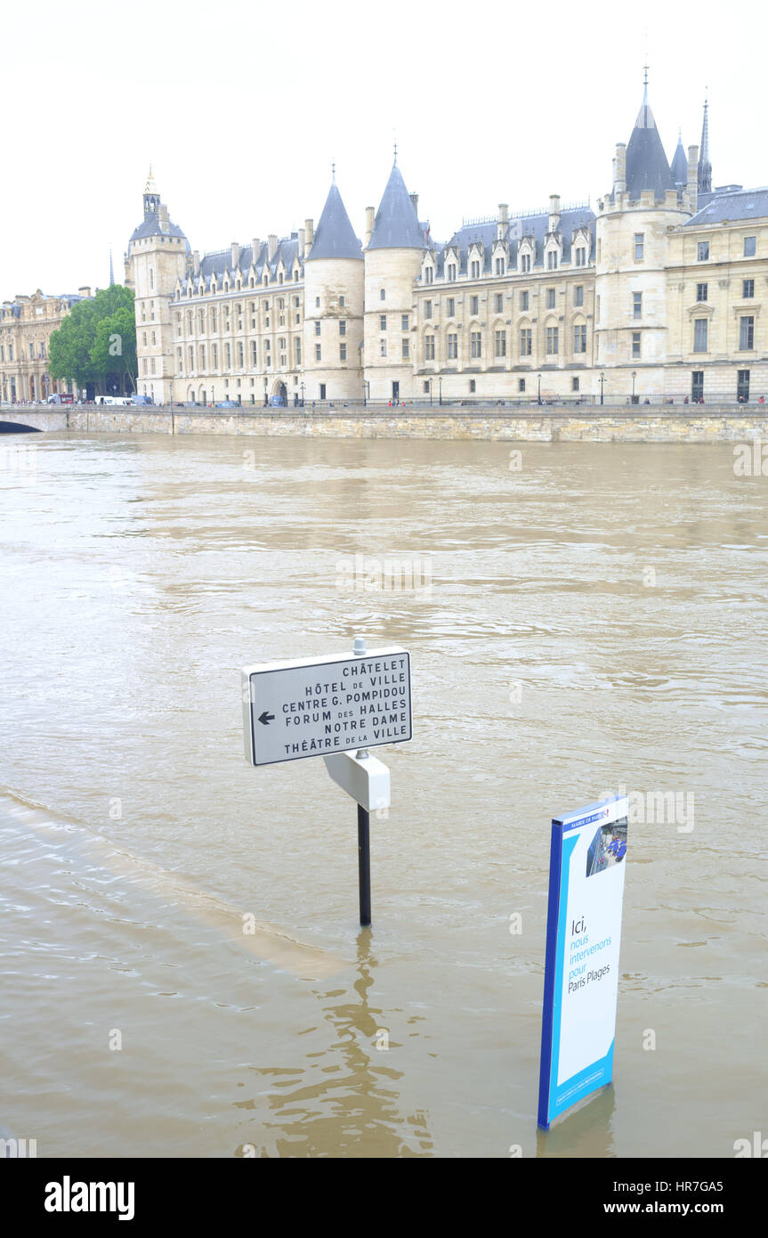 Submerged road sign with the overflowing River Seine, Paris - Stock Image