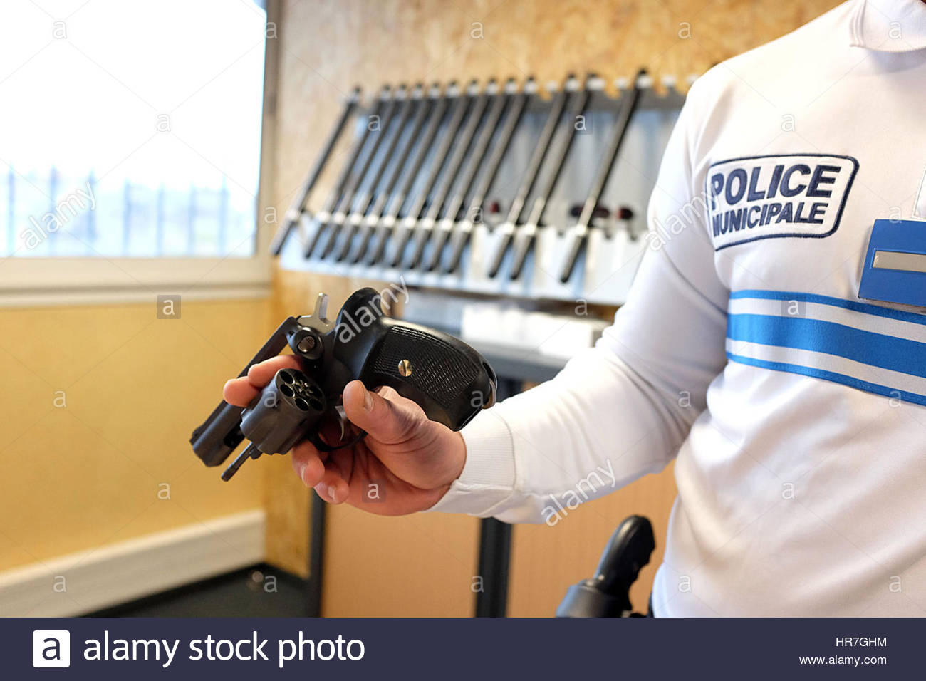 A SIG SAUER 9MM REVOLVER, POLICE OFFICE, PAU, PYRENEES ATLANTIQUES, FRANCE Stock Photo