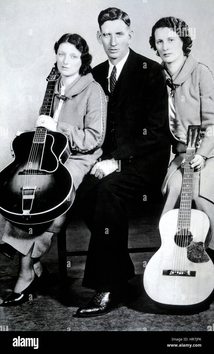 CARTER FAMILY American folk music trio about 1927. From left: Maybelle, Alvin, Sara - Stock Image