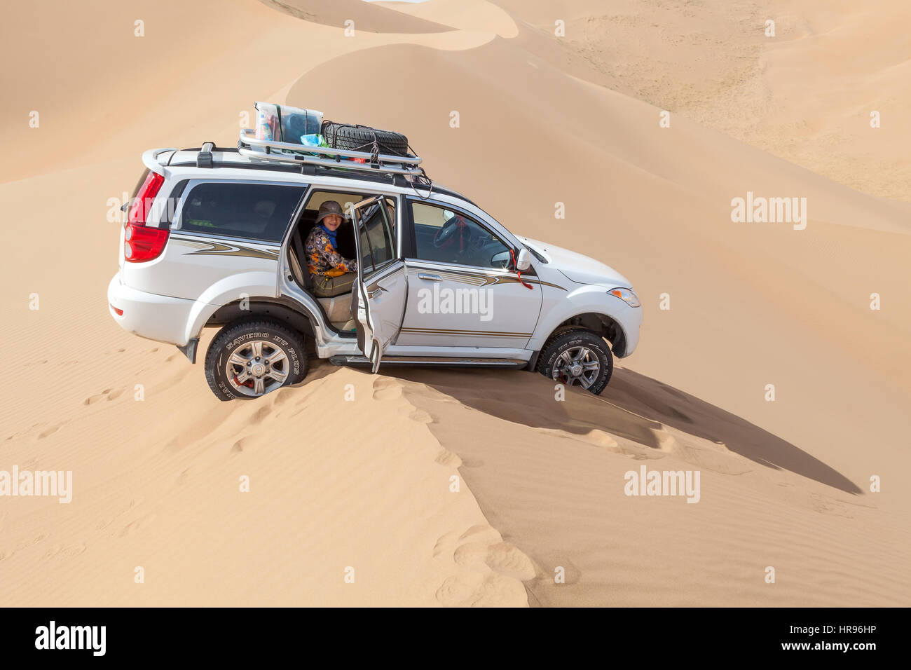 Jeep stuck on a sand dune in Badain Jaran Desert, Inner Mongolia, China. Stock Photo