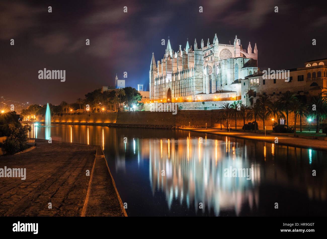Palma de Mallorca, Spain - May 27, 2016: La Seu, the gothic medieval cathedral of Palma de Mallorca at the night - Stock Image