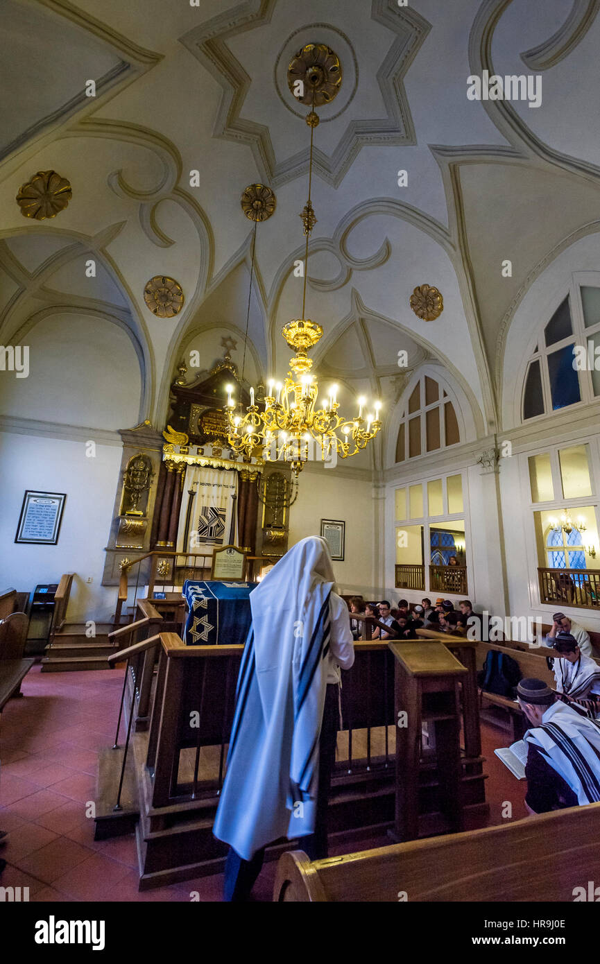 inerior of synagogue during ceremony - Stock Image