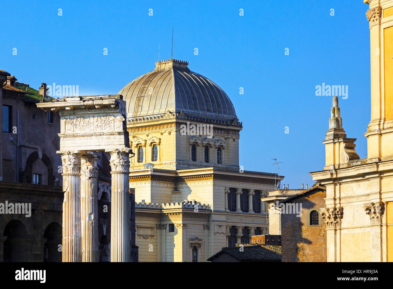 Building details with old Roman pillars on Via San Marco, Rome, Italy - Stock Image