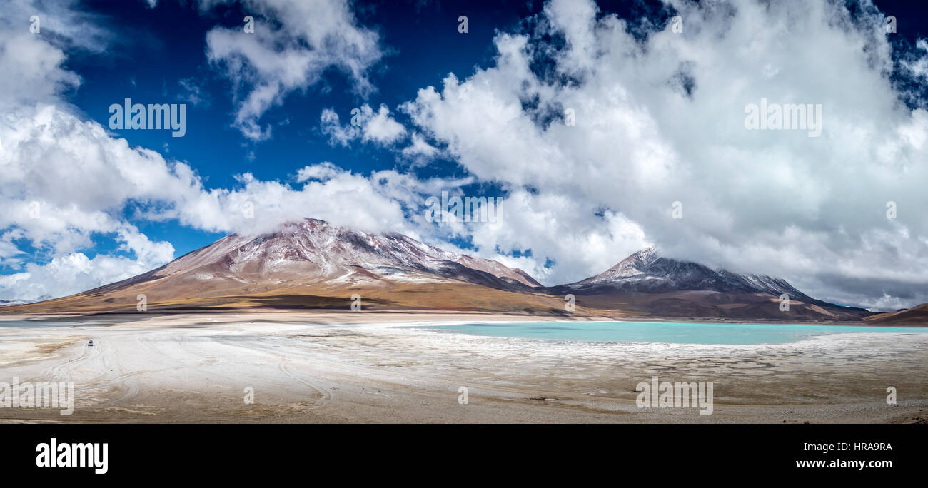 Green lagoon and mountains, Bolivia - Stock Image