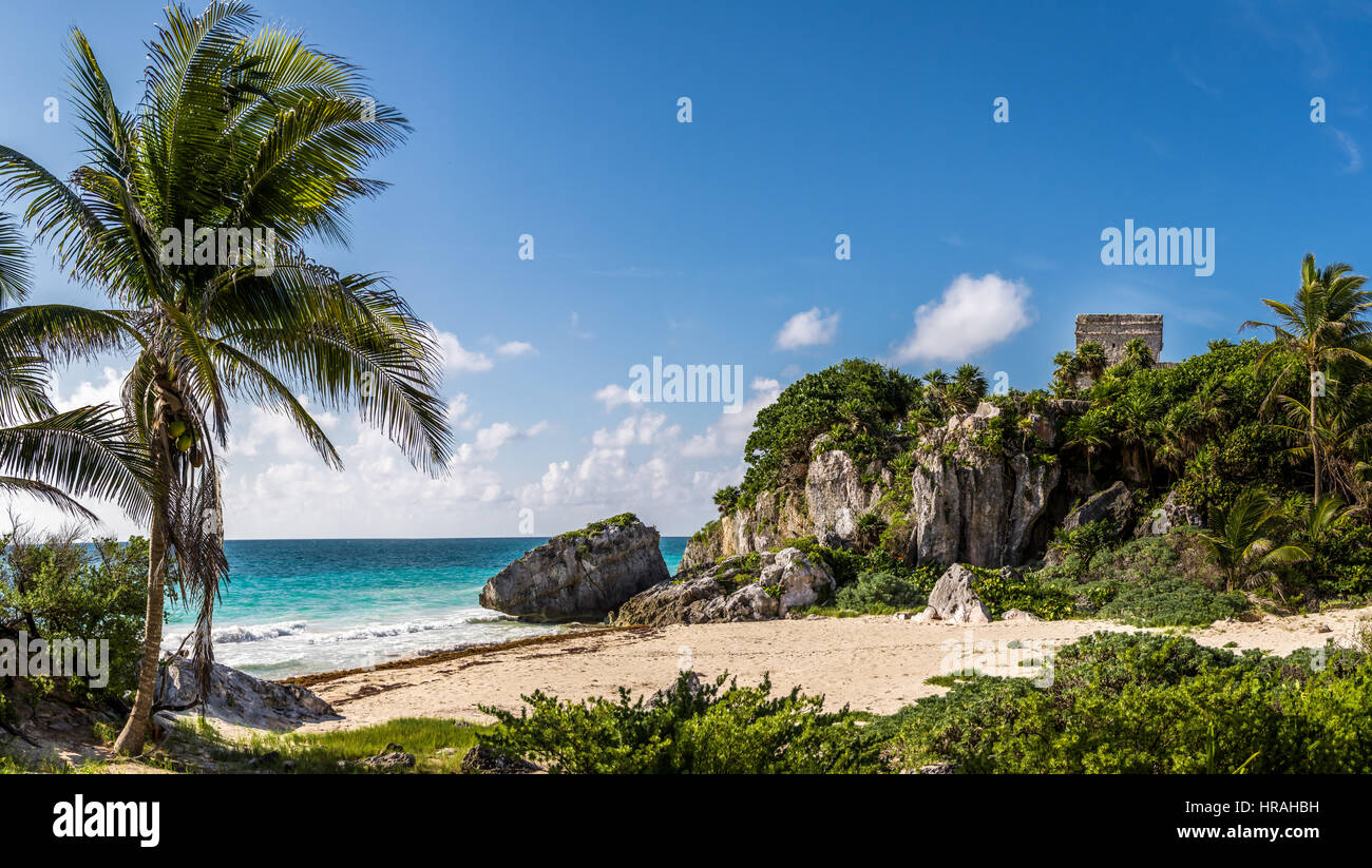 God of winds Temple and Caribbean beach - Mayan Ruins of Tulum, Mexico - Stock Image